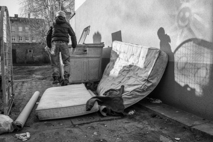 Zdj. Słupsk Street Photography   Tata w tekstach polskich raperów - Przemysław Kaca